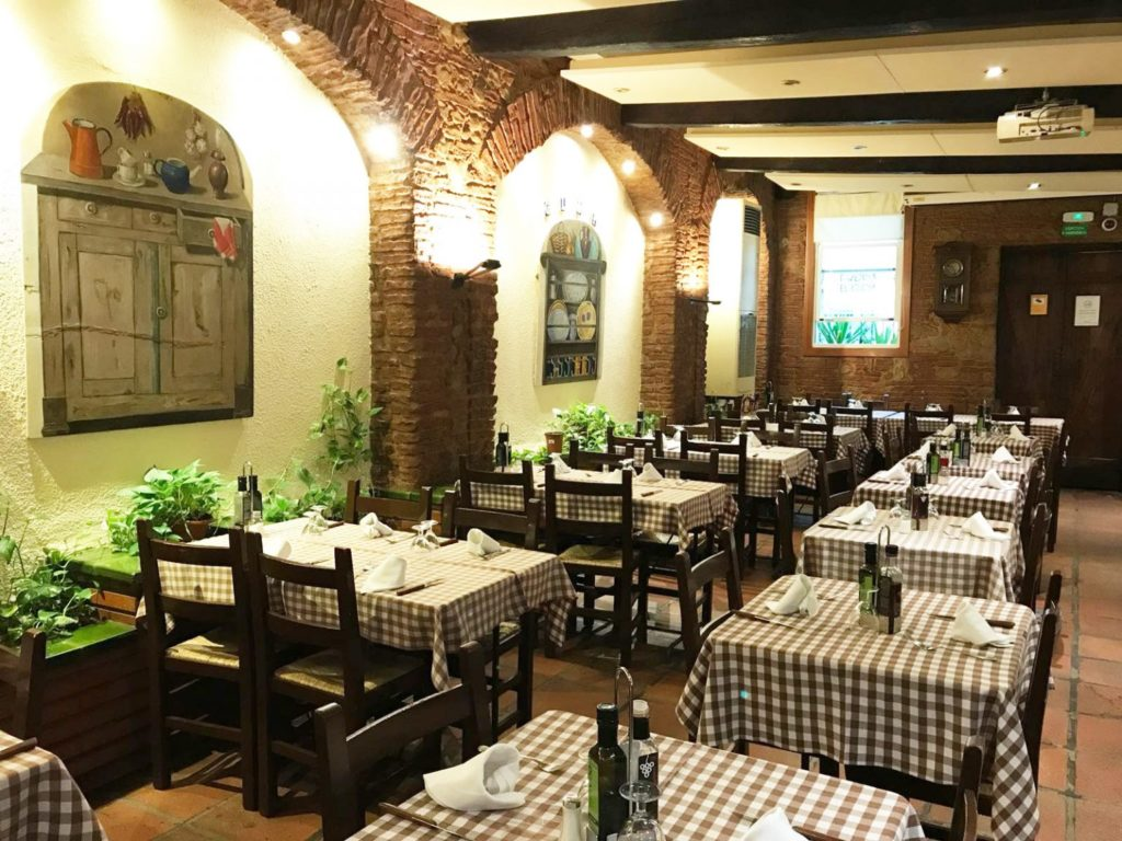 Interior room of Taberna el Glop